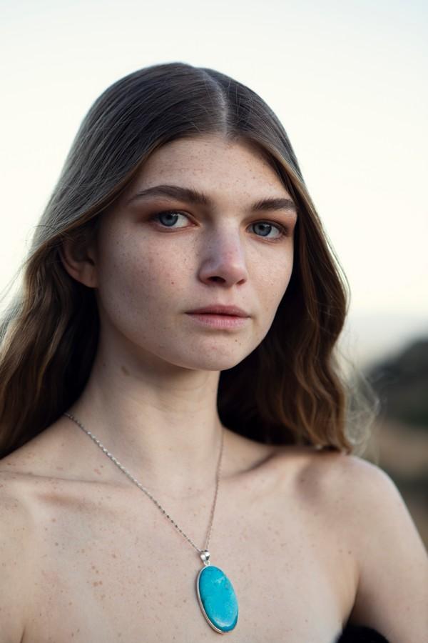 modell halsband turkos
